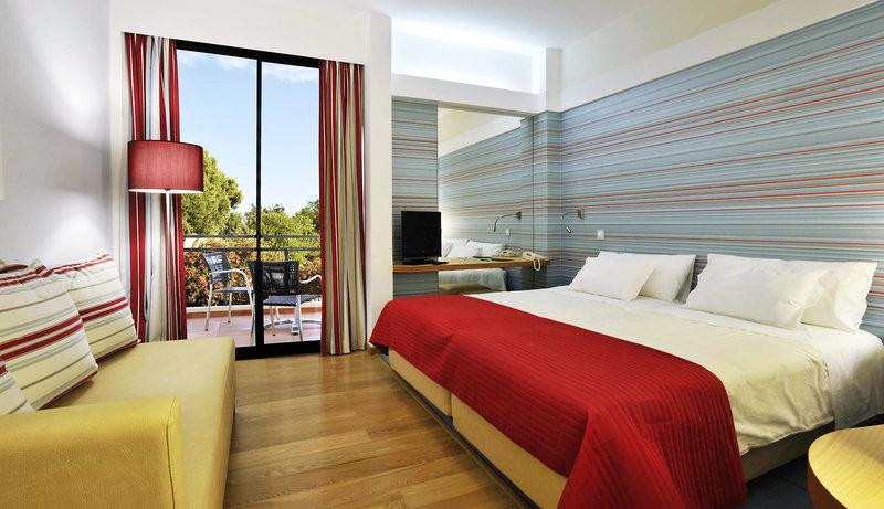 Zimmer im Pestana Dom Joao Beach Hotel in Portugal
