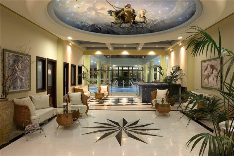 Empfangshalle im Atrium Palace Hotel
