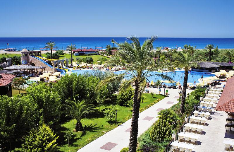 Garten und Strand am Felicia Village in der Türkei