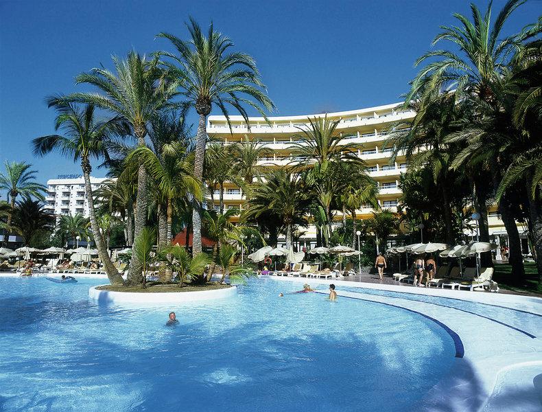 Pool auf Gran Canaria mit Palmen