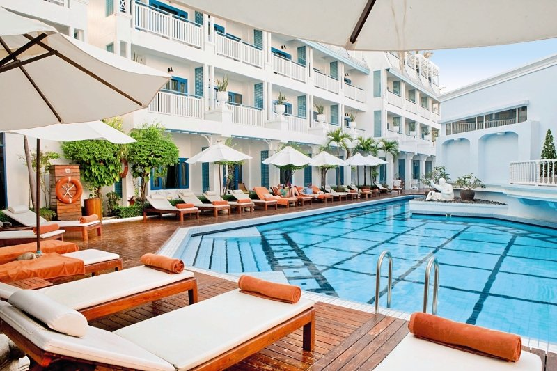 Pool auf Phuket am Hotel in Thailand