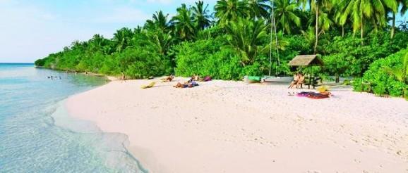 Strand auf Embudu Malediven